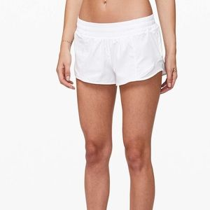 Lululemon shorty Hot Shorts 2.5 Length